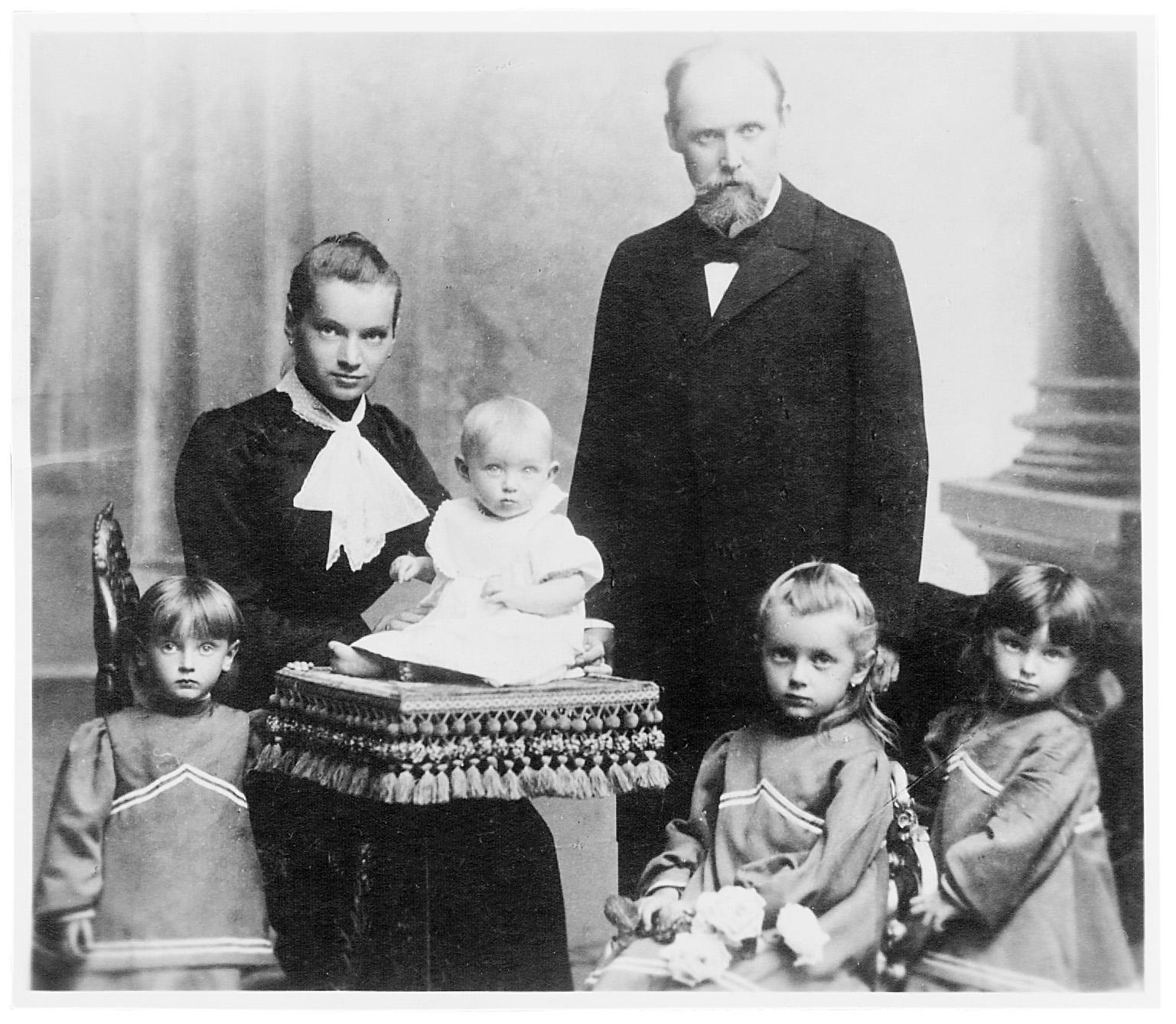 Chráska z družino pred drugim prihodom v Ljubljano, 1903